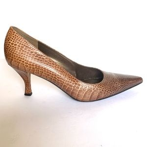 Stuart Weitzman Snakeskin Pointed Toe Pumps - 9.5
